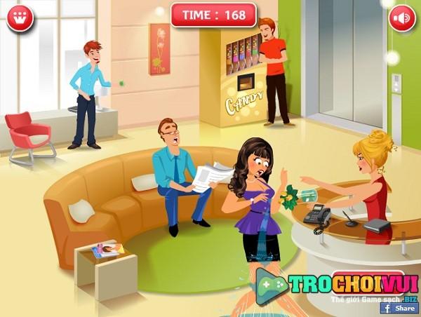 game Choc pha trong thang may hinh anh 1